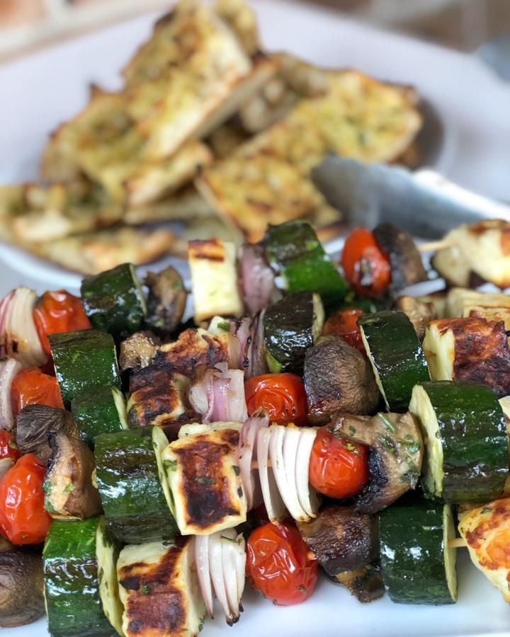 Mediterranean veggie & haloumiskewers